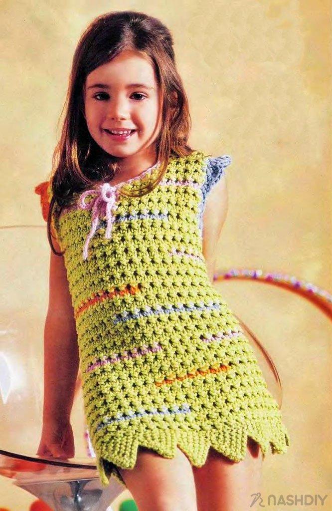 e7748c4f55f30fc  Нарядное платье для девочки 7-8 лет примечательно разноцветными рукавами- крылышками и «зубчатой» отделкой нижнего края.